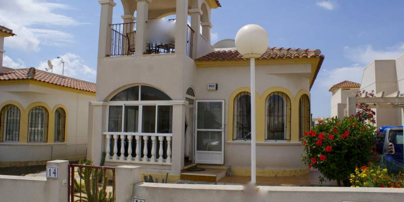 Buy Resale Detached Villa in Alicante Costa Blanca South