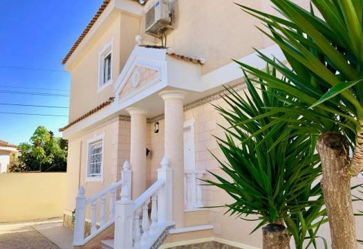 For sale: 5 bedroom house / villa in La Marina