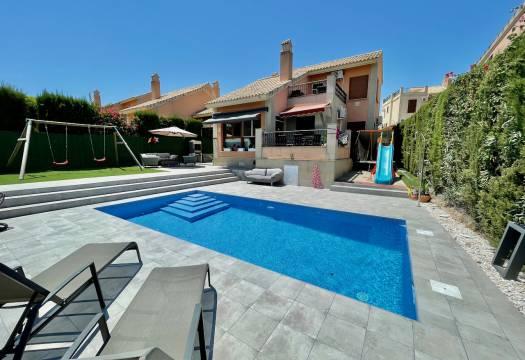 4 bedroom house / villa for sale in La Finca, Costa Blanca