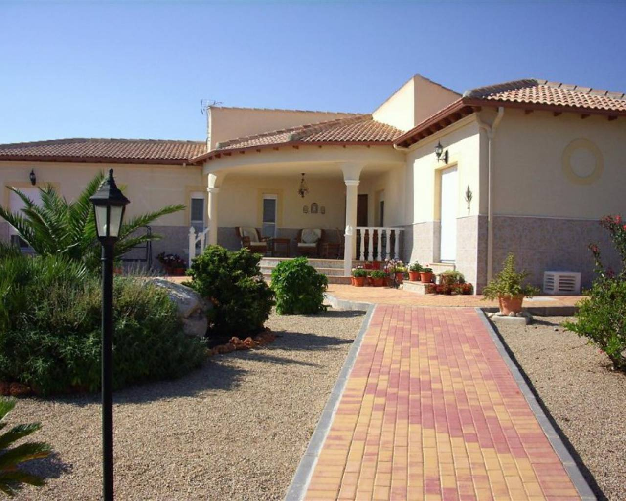 frontview-detached-villa-for-sale-Murcia